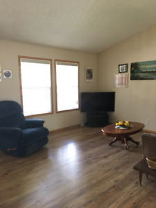 SYLVAN LAKE, AB - Vacation Rental - White House upper level