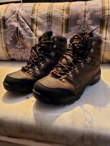 Men's hiking boot