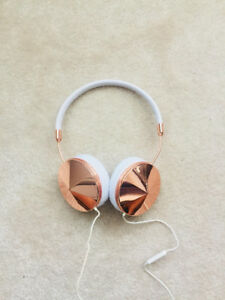 Rose Gold FRENDS Headphones!