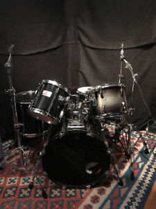 Pearl 5-piece MLX Drum Kit. Black
