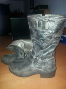 BRAND NEW DECREE WOMENS FASHION BOOTS - NICE GIFT