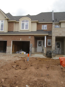 Modern Townhouse for Rent in Stoney Creek / Winona