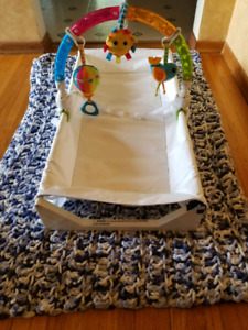 Summer infant four sided change table and covers