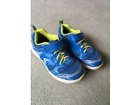 Boys Clarks Active Air Trainers in size 9.5 G
