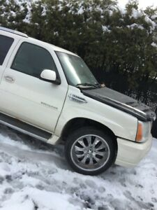 cadillac escalade 2002 a 2006 beaucoup de piece