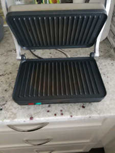 Selling lightly used panini press