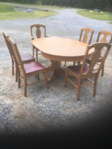 Round Pedestal table with 7 Chairs/1 leaf, Arts-Crafts Era