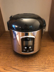 RICE COOKER AVAILABLE FOR SALE