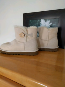 Brand new Uggs - size 9