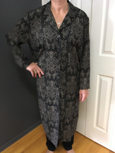 Long sleeved jacket and co-ordinating top.