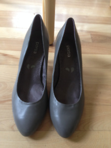 Portial heel shoes from Sagebrush Shoes barely used size 7 15$