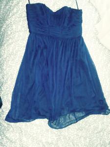 Robe de bal bleue, taille large