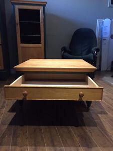 armoire,table de centre et meuble audio en merisier