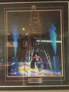 Oilers autographed & authenticated pictures & lithographs.