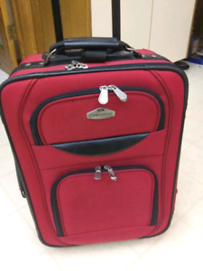 EXCELLENT CONDITION CAMBRIDGE CARRY ON SUITCASE!!