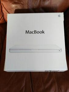 Apple MacBook White