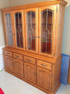 OAK BUFFET AND HUTCH / CHINA CABINET