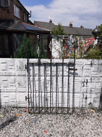 Wrought iron gate / Garden gate / Metal gate / Pathway gate / Driveway