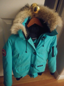 Canada Goose ladies Small Bomber Style