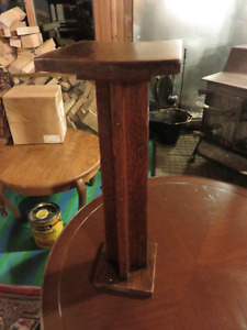 SOLID OAK SMALL PLANT STAND GREAT CONDITION asking $45 o