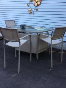 Bar for sale... four chairs/glass top