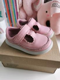 Clarks shoes UK 4