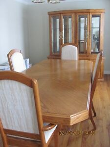 OAK DINING ROOM SET-TABLE, 4 CHAIRS, BUFFET & HUTCH