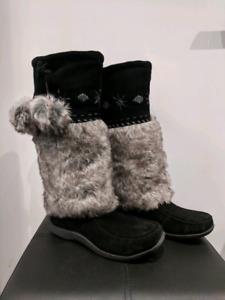 Mukluks Boots Size 8