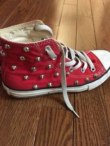 Kids shoes sz 1 and 2 (converse and gap) Windsor Region Ontario image 2