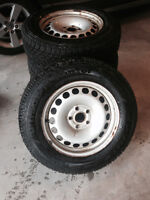 Goodyear UltraGrip Winter 215/65/r16 like NEW