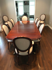 Dining Room Table with 10 Chairs in Mint Condition