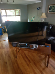 60 inch led smart tv with keyboard works great