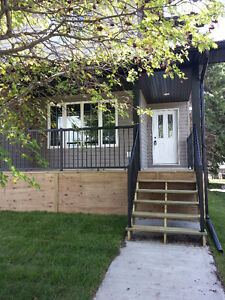 Olds Alberta - 3 Bedroom Duplex 2.5 Bath - $1450 Per Mon + Util