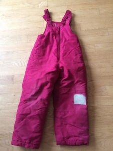 Size 6 used girls ski pants. Patched knee. Pu Dieppe.