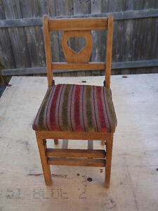 ANTIQUE LITTLE FOLDING CHAIR ( CHILDS ) Cornwall Ontario image 3