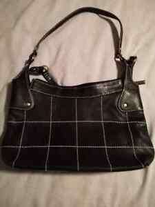 SONDRA ROBERTS BLACK LEATHER PURSE!!