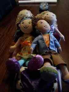4 Groovy Girls w/ Carriage and Rain Outfit (MINT CONDITION)