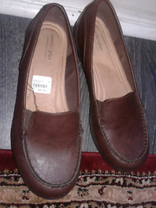 Leather ladies shoes size 11w