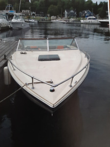 Chris Craft | Buy or Sell Used and New Power Boats & Motor