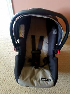 Graco Snugride 30 Click connect Carseat with Base