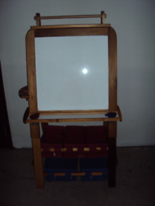 CHILD'S WOODEN EASEL