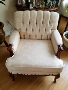 Old victorian couch and armchaire