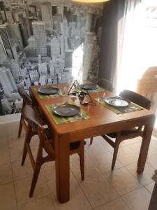 Beautiful Teak Mid-Century Dining Table