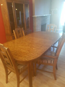 Dining Table With 4 Chairs + Hutch