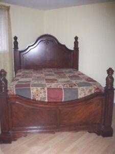 Mahagony Wood Bedroom Set