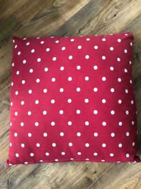 Free Polka dot cushions