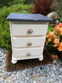 Petite 3 draw pine chest