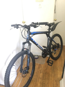 """GT Avalanche 2.0 26""""  Mountainbike and Helmets"""