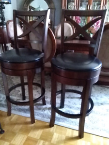 2 tabourets en cuir et bpis stools wood and leather