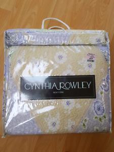 BNIB Twin quilt and pillow sham